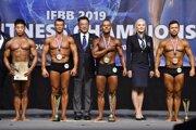 Michal Barbier ako čerstvý majster sveta vo fitnes pre rok 2019. (Barbier tretí športovec zľava)