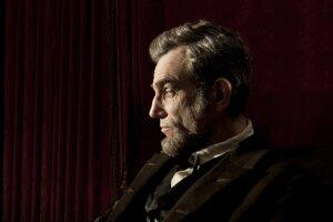 Herec Daniel Day-Lewis, predstaviteľ filmového Abrahama Lincolna v historickom filme Lincoln režiséra Stevena Spielberga.