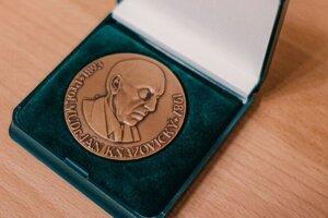 Kňazovického medaila. Ženám prináleží za 80 odberov a mužom za sto.