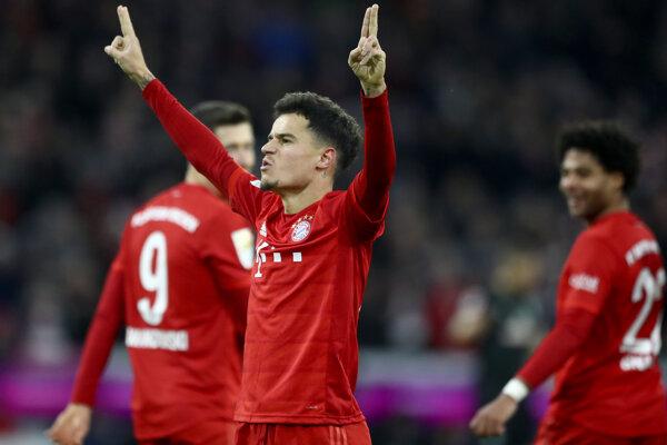 Philippe Coutinho oslavuje gól do siete Werderu.