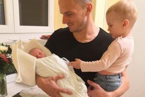 Patrik Abrahám s dcérami.