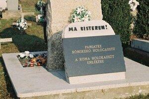 Pamätník v Slatine odhalili v roku 2006.