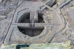 Obe hrobky našli v blízkosti Nestorovho paláca, ktorý opisoval aj grécky básnik Homér v eposoch Iliad a Odysea.