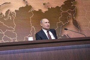 Vladimir Putin na svojej výročnej tlačovej konferencii v Moskve.