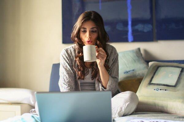 Čas strávený doma môžete využiť aj na činnosti, pri ktorých sa môžete vzdelávať. Prinášame päť tipov, čo robiť.