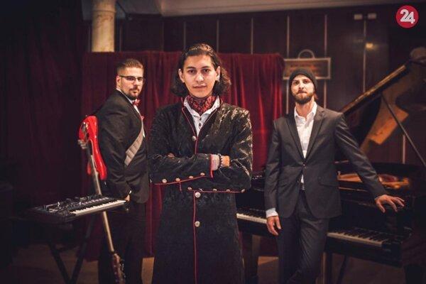Miloš Biháry s členmi svojej kapely.