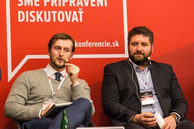 Zdravotnícki analytici Martin Smatana z Inštitútu zdravotnej politiky (vľavo) a Dušan Zachar z INEKO.