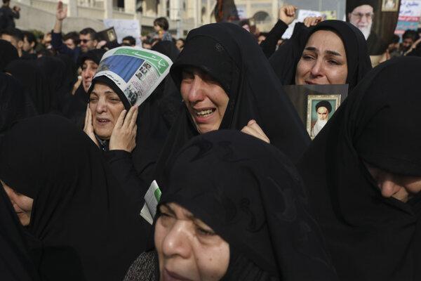 Desaťtisíce ľudí vyšli do ulíc Teheránu.