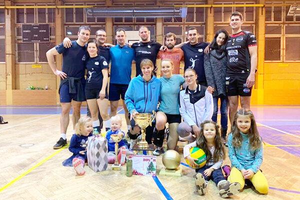 Veľmi populárny volejbalový turnaj vyhralo družstvo Vegeťaci z Tvrdošína.