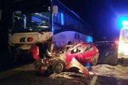 Muž zahynul po zrážke s autobusom.