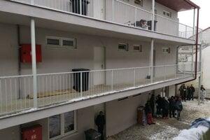 O 36 bytov malo záujem tristo ľudí.