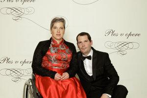Veronika Vadovičová, trojnásobná paralympijská víťazka v streľbe, majsterka sveta, nositeľka vyše 70 ocenení s partnerom Milanom Goleňom, trénerom