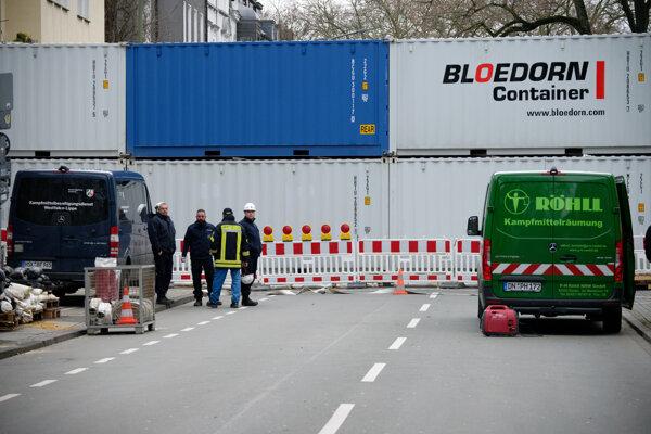 Cesty v Dortmunde boli blokované kontajnermi kvôli evakuácii.