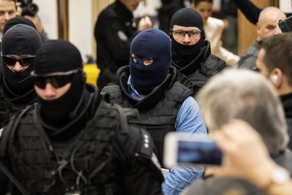 Zoltána Andruskóa privádzajú na súd.