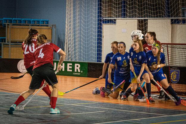 Momentka zo zápasu florbalovej Hyundai extraligy žien VŠK PdF UK Hurikán Bratislava – FbK Tvrdošín.
