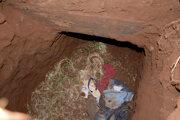 Väzni ušli cez tunel.