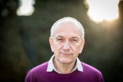 Peter Minárik (63) je lekár so špecializáciou internista, geriater a gastroenterológ. V posledných rokoch sa venuje témam týkajúcim sa výživy a obezity, ako aj propagácii zdravého životného štýlu. Okrem klinickej práce v Onkologickom ústave svätej Alžbety a vo Falck Healthcare v Bratislave pracuje aj v Biomedicínskom centre SAV a vyučuje na vysokej škole. Napísal osem knižných publikácií o úlohe výživy pri prevencii zhubných nádorov a o diétnom stravovaní pri rôznych chorobách.