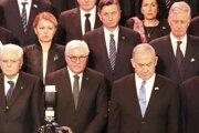 Svetoví lídri pózujú na spoločnej fotografii počas Svetového fóra o holokauste v Jeruzaleme, medzi nimi aj slovenská prezidentka Zuzana Čaputová.