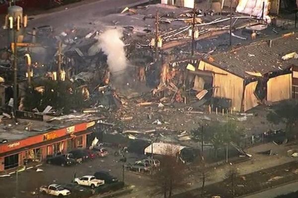 Fotografia z videa poskytnutého televíziou KTRK-TV ukazuje poškodené budovy po explózii v meste Houston 24. januára 2020.