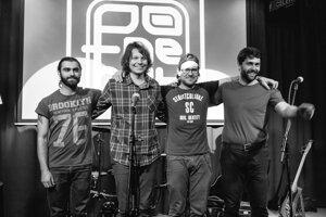 Členovia kapely Potmehút.