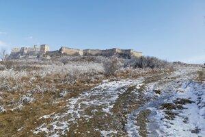 Chodník k Spišskému hradu od Spišského Podhradia.