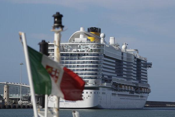 Loď Costa Smeralda, na ktorej ostalo uväznených šesťtisíc ľudí.