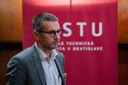 Dekan Fakulty informatiky a informačných technológií (FIIT) Slovenskej technickej univerzity (STU) Ivan Kotuliak.