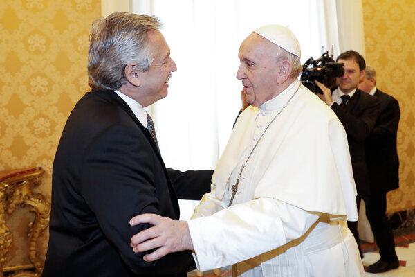 Pápež František vo Vatikáne s novým argentínskym prezidentom Albertom Fernándezom.