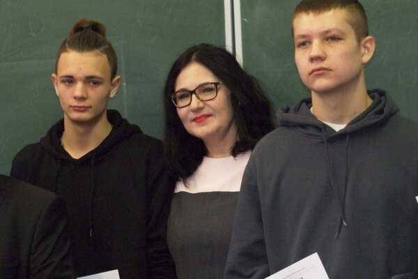 Oleksii (vľavo) a Andreas s ministerkou školstva.