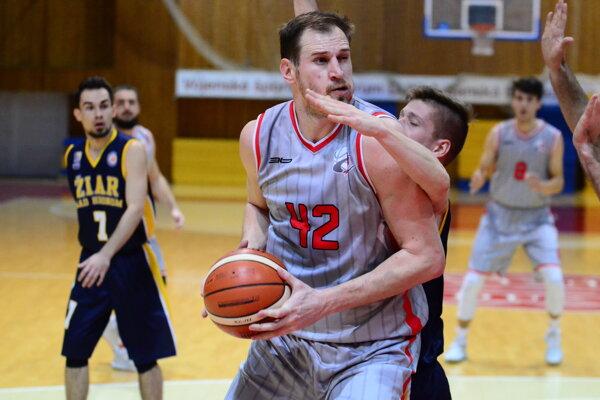 Jozef Vojtek v súboji s Branislavom Obertom