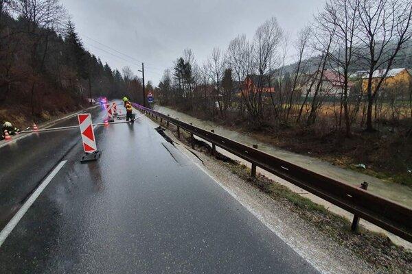 V Turzovke vyhlásili pre poškodenú cestu mimoriadnu situáciu.