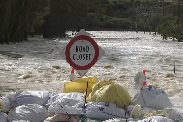 Nový Zéland sužujú povodne.