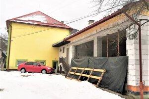 Nová prístavba pre hasičov sa už v Podhradí stavia