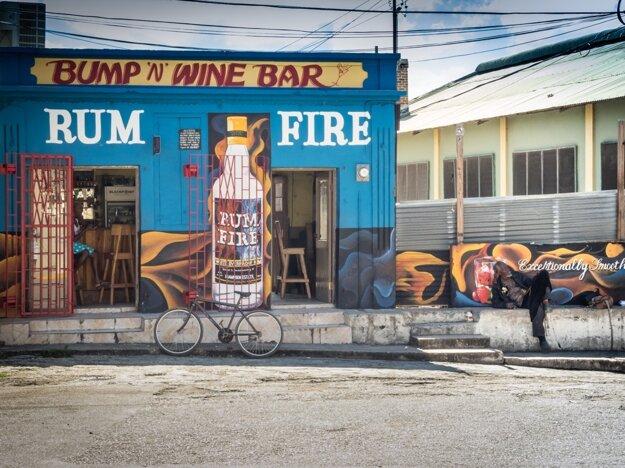 Na karibských ostrovoch je rum dostupný na každom rohu
