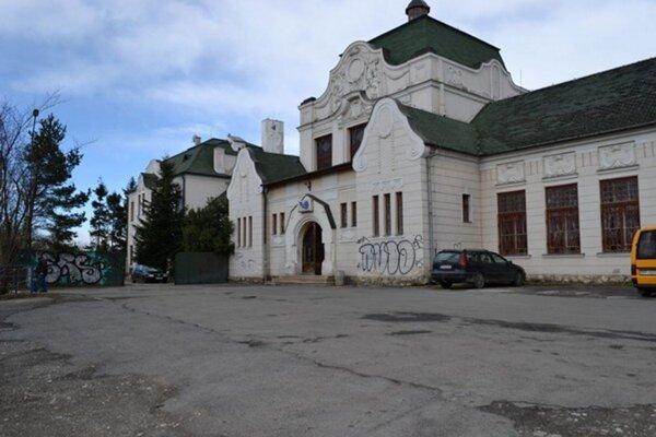 Budova stanice v Kežmarku.
