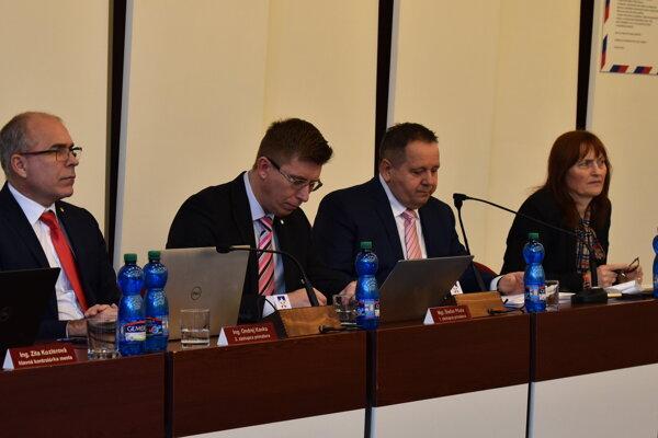 Vedenie Popradu na čele s primátorom Dankom (tretí zľava).