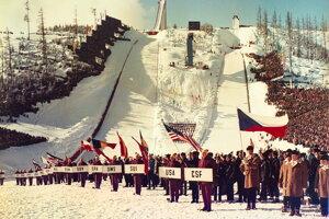 Otvárací ceremoniál MS 1970 FIS v severskom lyžovaní vo Vysokých Tatrách.