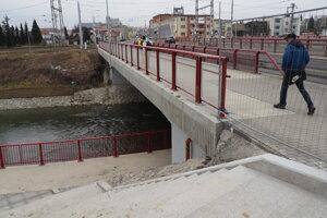 Modernizácia križovatky so sebou priniesla aj opravu mosta a priecestia.