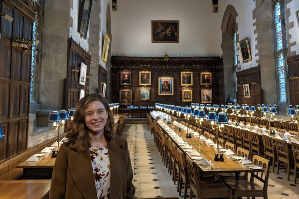 Dominika je predsedníčkou občianskeho združenia slovenských a českých vysokoškolákov na prestížnych zahraničných univerzitách Unimak. Na snímke v priestoroch New College na Oxforde.
