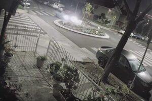 Nehodu v Long Beach zachytili kamery.