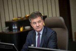 Minister zahraničných vecí a európskych záležitostí SR Miroslav Lajčák počas rokovania 196. schôdze vlády SR.