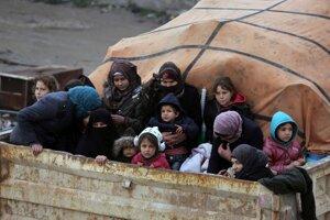 Civilisti unikajúci pred ofenzívou v Idlibe 30. januára 2020.