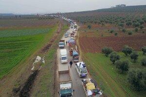 Útek civilistov z Idlibu na sever k tureckým hraniciam 11. februára 2020.