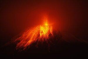 Erupcia sopky Tungurahua v ekvádorských Andách 29. novembra 2011.