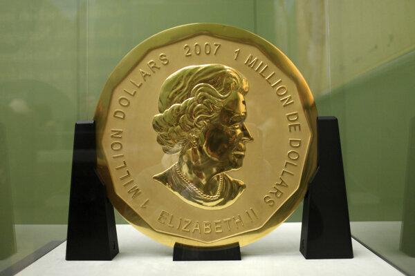 Stokilogramová kanadská zlatá minca v hodnote miliónov eur v Bodeho múzeu v Berlíne.