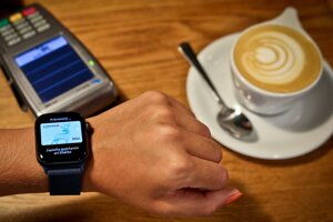 Platenie hodinkami cez Apple Pay