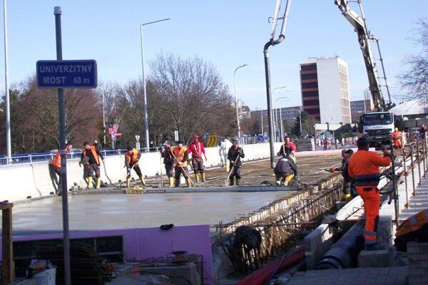 Rekonštrukcia mosta pokračuje.
