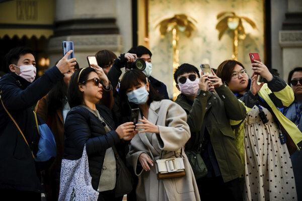 Turisti v Miláne.
