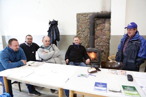 Volebná komisia v Uhrovskom Podhradí.