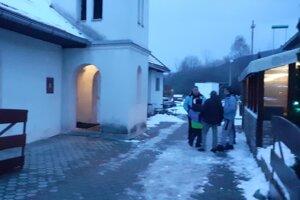 V Pavčinej Lehote pod Demänovskou dolinou volí množstvo turistov. Z domácich, podľa odhadov, odvolila zatiaľ polovica.